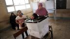 In einem halben Jahr soll in Agypten wieder gewählt werden. Bild: Ein Wahllokal in Alexandria bei den letzten Wahlen, am 17. Juni 2013.