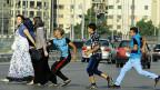 Kairoer Jugendliche begrabschen auf der Strasse eine Frau.