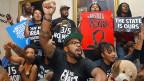 «Rassenfragen sind aus dem öffentlichen Diskurs verbannt worden», sagt Devon Carbado, Rechtsprofessor an der University of California in Los Angeles. Bild: Proteste gegen das Urteil für George Zimmerman.
