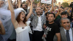 Heirat mit Bauhelm im Gezi-Park