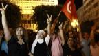 Das Attentat gegen den Oppositionspolitiker Mohamed Brahimi löst heftige Proteste gegen die islamistisch geführte Regierung in Tunis aus. Wut und Trauer sind gross.