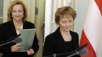 Die österreichische Finanzministerin Maria Fekter und Bundespräsidentin Eveline Widmer-Schlumpf nach der Unterzeichnung des Steuerabkommens im März 2012.