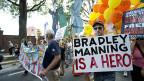 Für die einen sind Whistleblower Verräter, für die anderen Helden - Demonstration für den US-Soldaten Bradley Manning am 26. Juli 2013 in Washington.