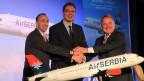 Aleksandar Vucic , Serbiens Vizeministerpräsident, James Hogan, CEO der Etihad und Dane Kondic Direktor der neuen Air Serbia (von links nach rechts).