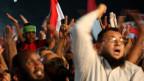 Muslimbrüder sind durch das Militär in die Ecke gedrängt. Mit fast 100prozentiger Sicherheit wird es zu Gewalt kommen. Muslimbrüder bei Demonstrationen am 1. August 2013 in Kairo.