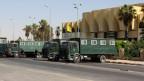 Die Armee vermutet militante Islamisten hinter dem Anschlag. Bild: Ägyptische Sicherheitskräfte vor dem Gouvernementsgebäude auf dem Sinai.