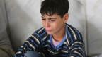 Mehr als drei Millionen Kinder sind vor dem Bürgerkrieg in Syrien auf der Flucht. Dieser Junge überlebte den Gas-Angriff und fand Zuflucht in einer einer Moschee in der Nähe von Damaskus.