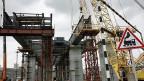 Die russische Wirtschaft krankt. Bau einer Brücke bei der Stadt Krasnoiarsk.