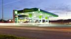 Eine Tankstelle mit Shop