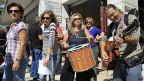 Streikende LehrerInnen in der nordgriechischen hafenstadt Thessaloniki.