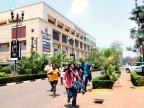 Menschen verlassen panisch das Einkauszentrum in Nairobi