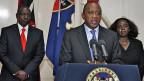 Der kenianische Präsident Kenyatta (Mitte) während seiner Fernsehrede ans Volk am 24. September.