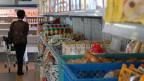 Sozialmarkt an der Adamsgasse in Innsbruck. Wer weniger als 900 Euro im Monat zur Verfügung hat, darf hier einkaufen. In Österreich ist jedeR Achte armutsgefährdet.