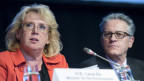 Lena Ek (links), schwedische Ministerin für Umwelt, und der Schweizer Professor Thomas Stocker, Mitautor IPCC-Arbeitsgruppe während der Medienkonferenz des Intergovernmental Panel on Climate Change (IPCC) in Stockholm, Schweden, am 23. September 2013.