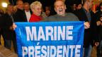 Mitglieder des rechtsextremen Front National feiern am 13. September in Brignoles bei Toulon den Wahlsieg ihrer Partei.