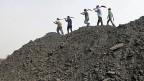 In vielen Unternehmen im indischen Bundesstaat Orissa arbeiten die Menschen als Sklaven. Bild: Arbeiter einer Kohlenmine in Dera.