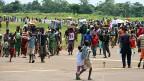 Ende August versuchten Tausende Menschen aus der Zentralafrikanischen Republik zu fliehen, hier eine Menschenmenge auf der Flugpiste des Flughafens von Bangui.