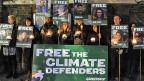Weltweit gibt es Solidaritätsaktionen mit den in Russland verhafteten Greenpeace-Leuten. Bild: Demonstration am 18. Oktober vor der russischen Botschaft in London.