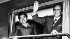 Jovanka Bros mit ihrem Mann, der jugoslawische Staatspräsident Josip Broz Tito - am 28. Mai 1976 bei derEröffnung der Eisenbahnlinie von Belgrad nach Bar.