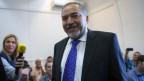 Der ehemalige israelische Aussenminister Avigdor Lieberman kommt in den Gerichtssaal im Amtsgericht in Jerusalem, um das Urteil zu hören, am 6. November 2013.