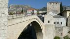 Die historisch wertvolle Brücke von Mostar: vor 20 Jahren zerbarst sie unter dem kroatischen Artilleriefeuer und stürzte in den Fluss Neretva.