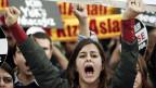 Türkische StudentInnen protestieren am 6. November gegen die Regierung.