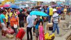 Chaos und Unsicherheit herrschen auf zahllosen philippinischen Inseln; viele Menschen versuchen zu fliehen, weil es an allem fehlt.