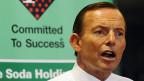 Seit September regiert in Australien der konservative  Premier Tony Abbott. Er hat den WählerInnen versprochen, alle Bootsflüchtlinge nach Indonesien zurück zu schicken.