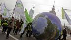 Umweltaktivisten während des Klimagipfels in den Strassen von Warschau.