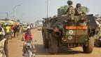 Panzer mit französischen Soldaten in der Hauptstadt Bangui, Zentralafrikanische Republik am 28. November 2013. Frankreich versprach, 1'000 Soldaten in die Zentralafrikanische Republik zu schicken.