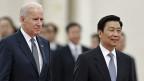 US-Vizepräsident Biden und Chinas Vizepräsident Li in der Grossen Halle des Volkes in Peking.