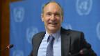 Sir Tim Berners-Lee, Erfinder des World Wide Web und Gründer der World Wide Web Foundation, informiert die Medien über die Menschenrechte und das World Wide Web, auf einer Pressekonferenz in der europäischen Zentrale der Vereinten Nationen in Genf am  5. Dezember 2013.