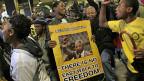 Nicht nur Prominenz sondern auch das Volk findet Platz an den Trauerfeierlichkeiten für Nelson Mandela, am 10. Dezember in Johannesburg.