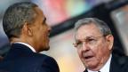 Im Stadion von Johannesburg: der Händedruck zwischen US-Präsident Barack Obama und dem kubanischen Präsidenten Raul Castro.
