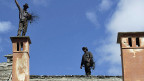 Xavier Kollers neuer Film «Die schwarzen Brüder» wirft Licht auf ein dunkles Thema. Auch am internationalen Kaminfegertreffen in Santa Maria Maggiore im italienischen Vigezzotal erinnert man sich an die Geschichten der Spazzacaminikinder, die bis 1950 als Arbeitskräfte in Grossstädte verkauft oder vermietet wurden.