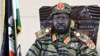 Salva Kiir, der Präsident von Südsudan. Seit vergangenem Wochenende trägt er nicht mehr Anzug und Hut; er präsentiert sich als Soldat und Kämpfer.
