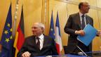 Deutschlands Finanzminister Schäuble und sein französischer Amtskollege Moscovici an der Konferenz in Paris.