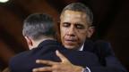 US-Präsident Obama umarmt Dylan Hockley, der bei einem Massaker in Connecticut am 8. April 2013 seine Tochter verlor.