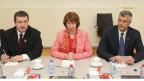 Der serbische Ministerpräsidenten Ivica Dacic, Catherine Ashton, Hohe Vertreterin der EU für Aussen- und Sicherheitspolitik und Kosovos Premierminister Hashim Thaci in der Allianz-Zentrale in Brüssel, am 19. April 2013