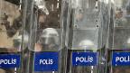 Der türkische Premier Tayyip Erdogan hat in der vergangenen Nacht weitere 350 Polizisten entlassen.