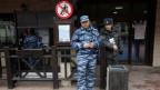 Sicherheitskräfte vor dem Olympiagelände