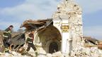 Eine eingestürzte Kirche in der Nähe von l'Aquila, am 12. April 2009.