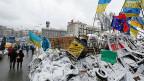 Der Maidan im Zentrum der ukrainischen Hauptstadt Kiew - mit Barrikaden, Transparenten und Fahnen der Pro-Europa-DemonstrantInnen. Nach einem Gerichtsbeschluss muss der Platz nun geräumt werden.
