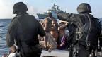 Nato-Soldaten im Einsatz gegen somalische Piraten im Golf von Aden, Dezember 2009.