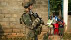 Einer von 1600 französischen Soldaten, die in der Zentralafrikanischen Republik stationiert sind. Sie erhalten nun Unterstützung von der EU.