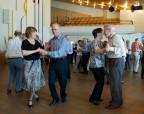 Aktive Senioren an einer Tanzveranstaltung