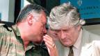 Ex-General Maldic (links) mit seinem früheren Vorgesetzten, dem Serbenführer Karadzic, im August 1993 in Pale in Bosnien-Herzegowina.