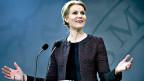 Die dänische Premierministerin Helle Thorning-Schmidt informiert an einer Medienkonferenz darüber, dass die sozialistische Koalitionspartnerin von der Regierung zurücktritt.