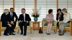 Bundespräsident Burkhalter (3.v.l.) und seine Frau Friedrun Sabine Burkhalter (3.v.r.) wurden vom japanischen Kaiser und seiner Frau empfangen.