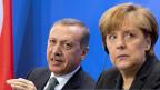 Der türkische Premier und die deutsche Bundeskanzlerin in Berlin. Erdogan sagte: «Wir erwarten von Deutschland, dass wir Unterstützung auf dem Weg in die EU und beim Beitrittsprozess bekommen».
